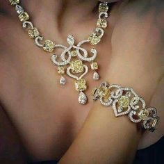 Fancy Yellow Diamond Radiant Swirls Necklace and Bracelet, over 160 Carats.
