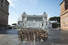 Al centro di Piazza Venezia gli americani liberano Roma