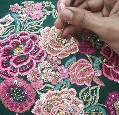 (notitle) - Embroidery Designs - Designs embroidery notitle - Her Crochet Zardosi Embroidery, Hand Embroidery Dress, Tambour Embroidery, Bead Embroidery Patterns, Embroidery Works, Couture Embroidery, Hand Embroidery Stitches, Hand Embroidery Designs, Embroidery Techniques