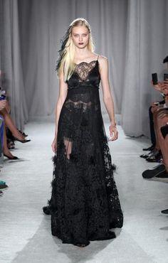<p>Vestido de encaje negro de Marchesa</p> 0 personas lo aman, 0 lo odian, ¿y tú?