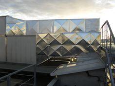 Forro de aluminio en conductos de ventilación exteriores.