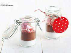 Pequeños botes con mezcla de chocolate para regalar en Navidad. Regalos comestibles navideños. Regalos homemade para Navidad...