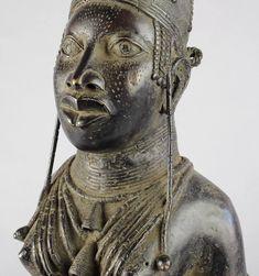 BENIN Exceptionnel large bronze Grand buste de reine Queen bust MC0672 – Galerie de la Louve - Art Tribal Africain - African Tribal Art Gallery Statues, Art Tribal, Art Premier, Bronze, Sculpture, Queen, Arts, Buddha, Art Gallery