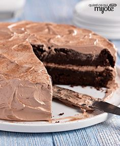 Chocolate Zucchini cake Kraft shredded zucchini in this super-moist double-chocolate cake made with cake mix and chocolate pudding. Kraft Foods, Kraft Recipes, Cake Recipes, Dessert Recipes, Beattys Chocolate Cake, Chocolate Desserts, Chocolate Pudding, Chocolate Frosting, How To Stack Cakes