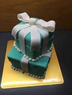ティファニーボックス Cakes, Desserts, Food, Tailgate Desserts, Deserts, Cake Makers, Kuchen, Essen, Cake