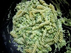 Paste cu spanac si broccoli | Yummy Food, Tasty, Broccoli, Herbs, Cooking, Ethnic Recipes, Awesome, Salads, Kitchen