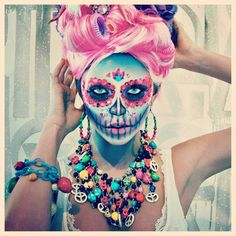 Calavera Makeup Sugar Skull Ideas for Women are hot Halloween makeup look.Sugar Skulls, Día de los Muertos celebrates the skull images and Calavera created exactly in this style for Halloween. Sugar Skull Make Up, Sugar Scull, Sugar Skull Face, Halloween Kostüm, Halloween Face Makeup, Halloween Costumes, Maquillaje Sugar Skull, Sugar Skull Makeup Tutorial, Day Of Dead