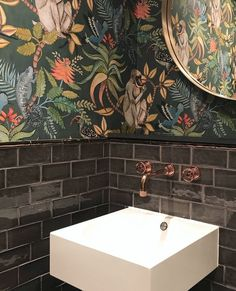 Botanical Wallpapers I love this combination! Classic botanical wallpaper, handmade tiles & a sleek modern sink. Classic botanical wallpaper, handmade tiles & a sleek modern sink. Bad Inspiration, Bathroom Inspiration, Vasos Vintage, Copper Taps, Modern Sink, Modern Faucets, Botanical Wallpaper, Botanical Bathroom, Botanical Kitchen