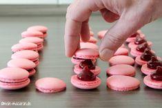 Grundrezept und Anleitung für vegane Macarons aus Kichererbsenwasser oder besser gesagt Aquafabameringe.