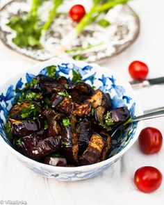 This grilled eggplant salad is a healthy and delicious side to your barbecue! Eggplant Salad, Grilled Eggplant, Healthy Dessert Recipes, Veggie Recipes, Best Italian Recipes, Favorite Recipes, Vegetarian Recepies, Vegetarian Food, Recetas Light