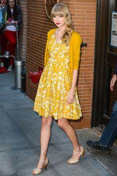Otro look más casual con un toque de color, en las calles de New York.