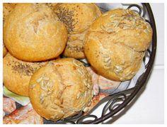 Leckere Vollkorn-Dinkel-Joghurt Brötchen über Nacht. Abends den Teig vorbereiten, über Nacht gehen lassen und morgens ab mit den Brötchen in den Backofen.
