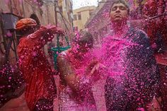 Image: Festival of Colours (© REUTERS/Vivek Prakash)