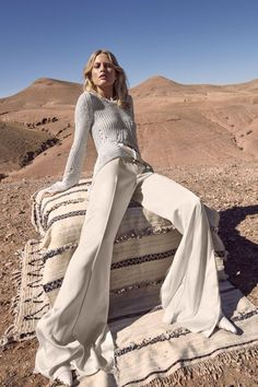 Welcome to Spring - Laura Julie by Camilla Akrans for Harper's Bazaar US March 2016 Desert Fashion, Spring Fashion, High Fashion, Ladies Fashion, Fashion Fashion, Fashion Tips, Fashion Trends, Business Casual Outfits For Women, Casual Winter Outfits