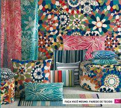 Tecido lindo de referência floral tons de verde e azul site followthecolours tecido parede 01 copy Faça Você Mesmo: Parede de Tecido!