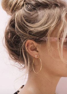 36 Ear Piercings for Women Beautiful and Cute Ideas Ear piercings are always hot! In other words, they can make you look totally different from the rest. Ear piercing is not just limited to the standar… Ear Peircings, Cute Ear Piercings, Multiple Ear Piercings, Women Piercings, Ear Piercings Conch, Unique Piercings, Mouth Piercings, Different Ear Piercings, Female Piercings
