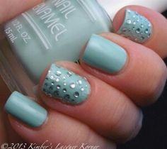 I've always looked for how to simulate water droplets on my nails.. This looks amazing and super simple