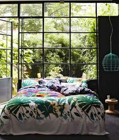 Naturnähe im Schlafzimmer - Bed and Bedcover Dream Bedroom, Home Bedroom, Bedroom Decor, Garden Bedroom, Nature Bedroom, Jungle Bedroom, Bedroom Green, Bedroom Lighting, Deco Design