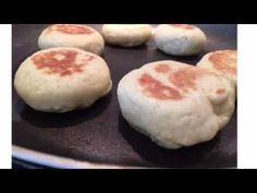 Pains maison à la poêle (Vegan) - YouTube Vegan, Doughnut, Hamburger, Pudding, Bread, Four, Desserts, Videos, Bakery Business