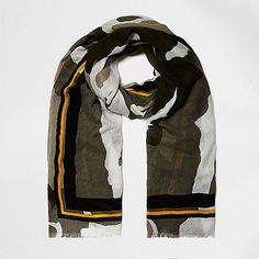 Langer Schal in Khaki mit Camouflage-Muster - Schals - Accessoires - Damen