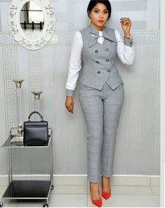 Office Wear Ideas For Ladies - corporate attire women Office Outfits For Ladies, Classy Work Outfits, Business Casual Outfits, Work Casual, Business Attire, Casual Wear, Office Wear Dresses, Business Chic, Corporate Attire