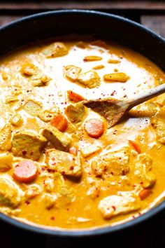 Yellow Thai curry with chicken minutes!) - carousel - Yellow Thai curry with chicken. This simple 30 minute recipe is quick, creamy and SO delicious! Cold Vegetable Pizza, Vegetable Pizza Recipes, Sausage Recipes, Chicken Recipes, Recipe Chicken, Butter Chicken, Healthy Snacks, Healthy Recipes, Easy Smoothie Recipes