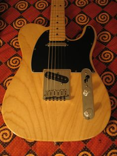 "exhibits a ""snappier"" tone with a bright edge, but with a warm bass and long sustain. Light colored, medium weight with attractive grain, ash is the other ""traditional"" body wood."