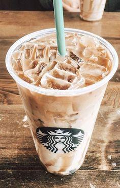 Comida Do Starbucks, Bebidas Do Starbucks, Starbucks Drinks Coffee, Starbucks Summer Drinks, Starbucks Food, Think Food, Love Food, Yummy Drinks, Yummy Food