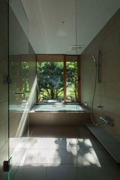 Image 9 of 26 from gallery of Yokouchi Residence / Kidosaki Architects Studio. Photograph by Photography - Junji Kojima Karuizawa, House Roof Design, Modern House Design, Japan Architecture, Architecture Design, Dona Carolina, Japanese Style House, Long House, Garden Studio