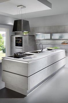 Kücheninsel mit grifflosen Fronten in Beton Dekor