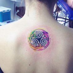 Tris #tattoo #tatuaje #ab #trisquel #aquarela #watercolor                                                                                                                                                                                 Más