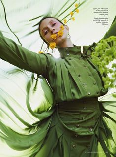 FR Daily News - Anna Cleveland pour Harper's Bazaar Pays-Bas Juin. Editorial Photography, Photography Poses, Fashion Photography, Style Vert, Timothy Green, Lago Ness, Modeling Fotografie, Style Photoshoot, Cleveland