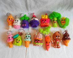 Rainbow Loom Cutest Happy Food Keychains on Etsy Rainbow Loom Charms, Rainbow Loom Bracelets Easy, Rainbow Loom Tutorials, Rainbow Loom Patterns, Rainbow Loom Creations, Rainbow Loom Bands, Loom Band Charms, Loom Band Bracelets, Rubber Band Bracelet
