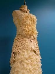 Resultado de imagem para dress made of bottle lids
