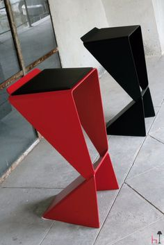A minimalist-style stool with an origami design, Icon is stackable and is made entirely of aluminium with a painted, scratchproof finish.