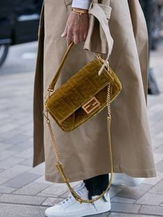 These were the best designer bags of 2019 from Chanel and Gucci to Louis Vuitton and Fendi. Popular Handbags, Trendy Handbags, Best Handbags, Fashion Handbags, Purses And Handbags, Fashion Bags, Leather Handbags, Cheap Handbags, Cheap Purses
