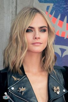 Waves are really cute for long bob hairstyles! Cara Delevingne Hair, Sultry Makeup, Dark Eyebrows, Asymmetrical Bob Haircuts, Blonde Hair Looks, Brunette Hair, Hair Color Pink, Hair Colors, Long Bob Hairstyles