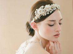 #bridal #wedding #accessory #headpiece #flower #fashion