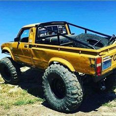 GO.BIG. #toyota #hilux @intercotires #superswampers #sr5 #minitruck #rollbar #vintage #stuffed #toyotatough #4wdto #4wdtoyotaowner #4wdtoyotaownermagazine #subscribe http://ift.tt/2COMN5s