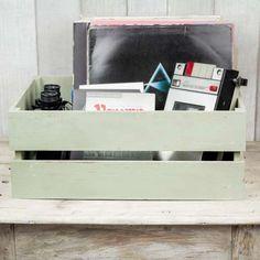Caja de madera verde con efecto desgastado