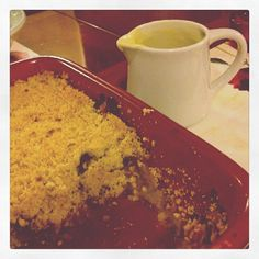 Allie in Wonderland: Apple and rhubarb crumble...