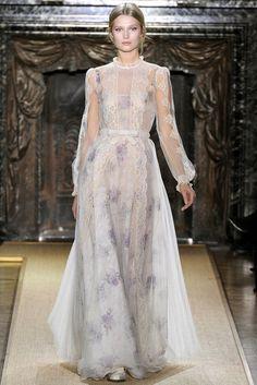 Valentino Spring 2012 Couture Fashion Show - Toni Garrn (Women) Style Couture, Couture Mode, Couture Fashion, Runway Fashion, Fashion Show, Fashion Outfits, Fashion Design, Paris Fashion, Fashion Weeks