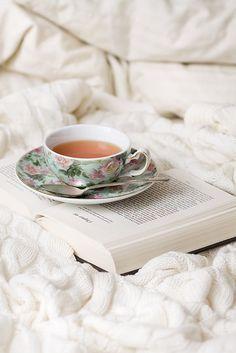 warmthingstohold:  a good tea for a good book. <3 #Tea #BuffaloBucksCoffee