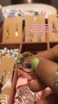 Diy Wire Jewelry Rings, Wire Jewelry Designs, Handmade Wire Jewelry, Diy Crafts Jewelry, Diy Rings, Handmade Rings, Bead Jewellery, Wire Wrapped Jewelry, Jewlery