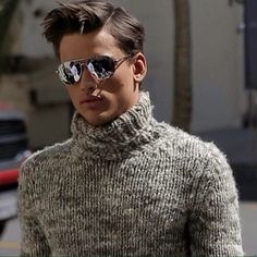 Men's casual style, knit turtleneck sweater - Simon Nessman
