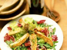 Putenstreifen und gemischter Blattsalat ist ein Rezept mit frischen Zutaten aus der Kategorie Pute. Probieren Sie dieses und weitere Rezepte von EAT SMARTER!