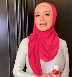 Hijab Teen, Arab Girls Hijab, Muslim Girls, Beautiful Muslim Women, Beautiful Hijab, Hijabi Girl, Girl Hijab, Beautiful Girl Body, Beautiful Asian Girls