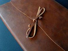 photo n°2 : Grand livre d'or en cuir souple épais brun modèle Medioevalis