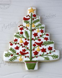 christmas baking inspiration -- tree frosting, love how intricate it is and the small details