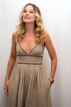 Margot Robbie Once Upon a Time in Hollywood Photo Call July 2019 – Star Style Atriz Margot Robbie, Margot Robbie Photos, Margot Robbie Style, Actress Margot Robbie, Margo Robbie, Sharon Tate, Star Fashion, Fashion Photo, Holiday Fashion